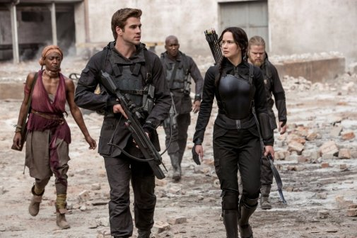 hunger-games-mockingjay-part-one-2014-003-gale-and-katniss-on-march.jpg